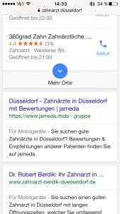 """Google Suchergebnisse für """"Zahnarzt Düsseldorf"""", drittes Bild. Erst nach zweimaligem Scrollen erscheint das erste Suchergebnis."""