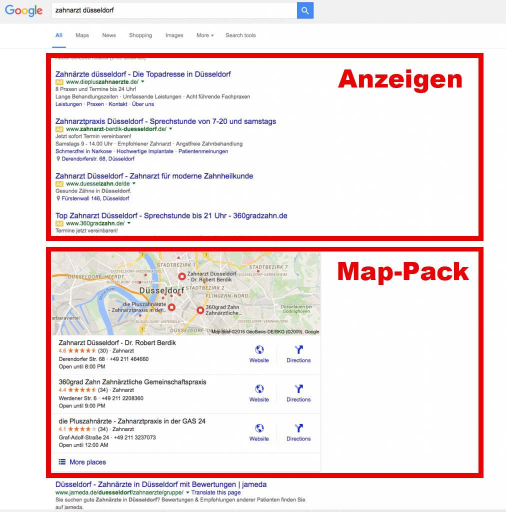 """Google Suchergebnisse für """"Zahnarzt Düsseldorf"""". Suchstandort: TrafficManufaktur in Düsseldorf-Benrath. Aufrgund der IP-Adresse lokalisiert Google die Anfrage aber in Düsseldorf-Bilk. Ads und Local Stack dominieren die erste Seite."""